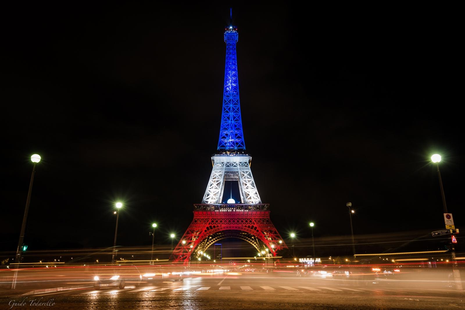 Eiffeltårnet i det franske flaggets farger etter terrorangrepet 13. november 2015.