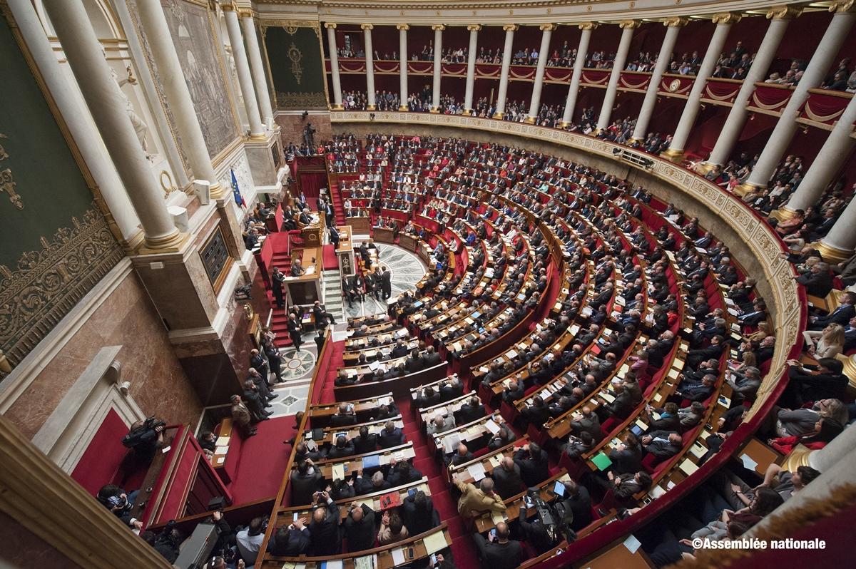 Representantene samlet til møte i den franske nasjonalforsamlingen - Assemblée Nationale (foto: assemblee-nationale.fr).