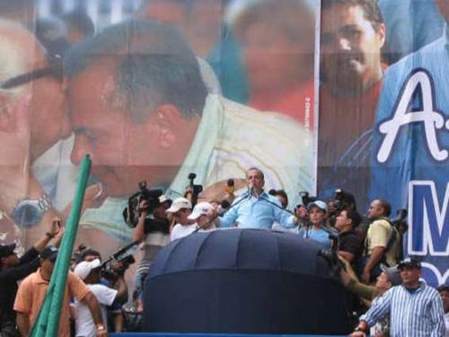 Valgkamp i Venezuela: Chavez mot mediene