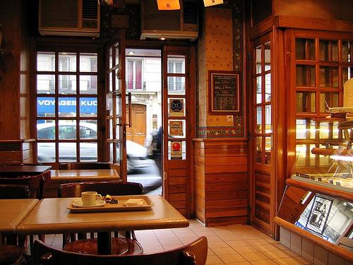 Europeisk offentlighet? Kafe i Paris. (foto: losiek. CC:by).