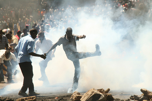 Scene from the 2007 post-election violence in Kenya (photo: ActionPixs (Maruko))