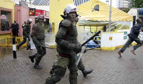 Police chase rioting groups within the Nairobi business district (photo: DEMOSH)