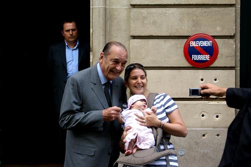 Jacques Chirac er blitt etterforsket for korrupsjon. Her i et hyggeligere øyeblikk. (foto: rudenoon. CC: by-nc-nd).