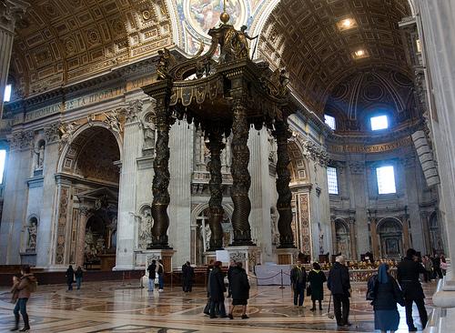 Trenger religioner vern mot hatefulle ytringer? Interiør fra Peterskirken i Roma.
