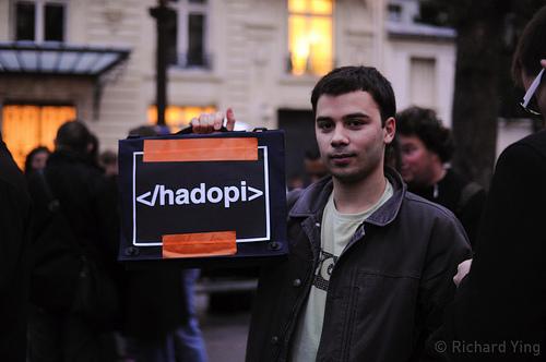 Demontrasjon mot HADOPI-loven i Frankrike (foto: Richard Ying. CC-lisens: by-nc-nd)
