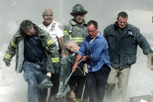 """Billede 1. Shannon Stapleton: Father Michael F. Judge, første offer for angrepet på World Trade Center, 2001, også kendt som """"Victim 00001"""". Reuters/Scanpix"""
