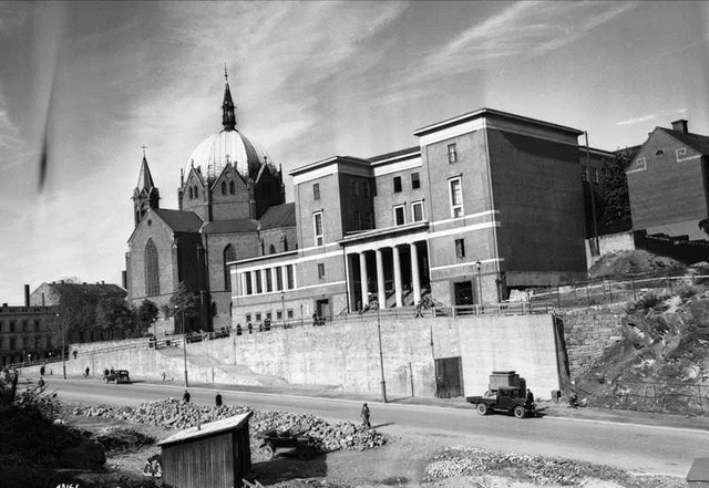 Deichmanske bibliotek - dagens hovedbygning som ble innviet i 1933, 20 år etter Nyhuus' død. (Foto: A.B. Wilse/Oslo Museum, 1936. CC: by-sa)
