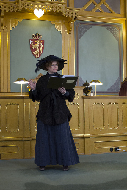 Laila Goody som Camilla Collett ved markeringen i Stortinget 11. juni 2013 (foto: Stortinget, CC: by-nd)