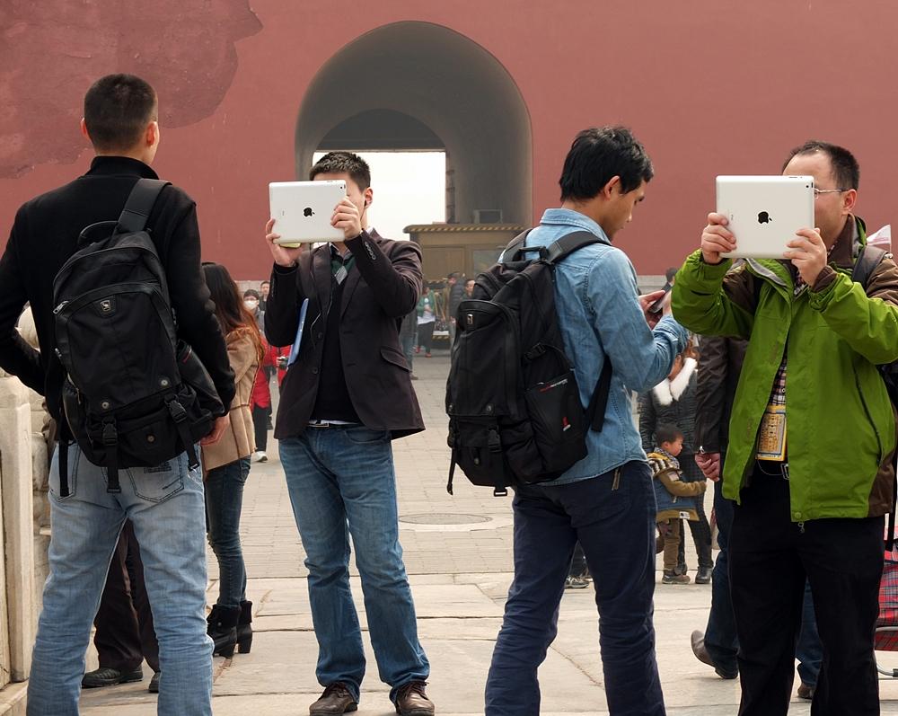 Teknologifrelste kinesere i Den forbudte by, Beijing (foto: Olav A. Øvrebø)