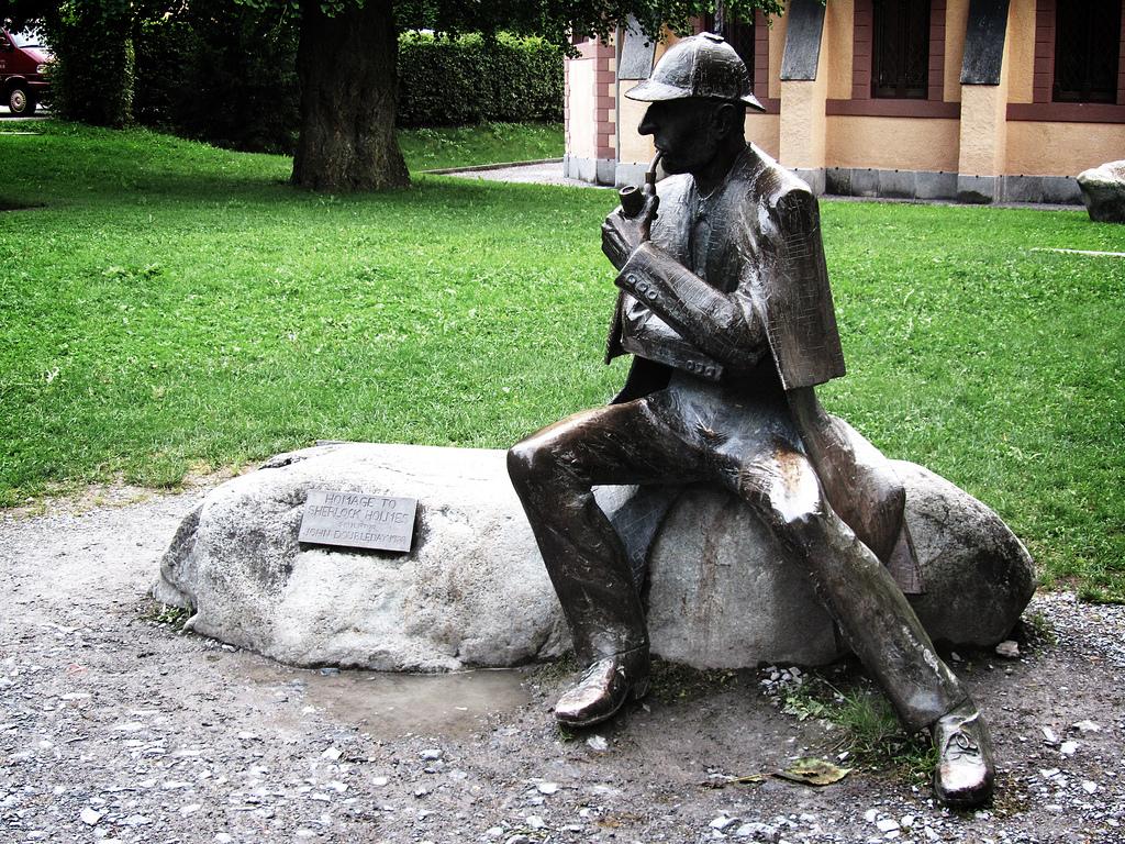Sherlock-skulptur i Meiringen, Sveits (foto: David Jones, CC:by)