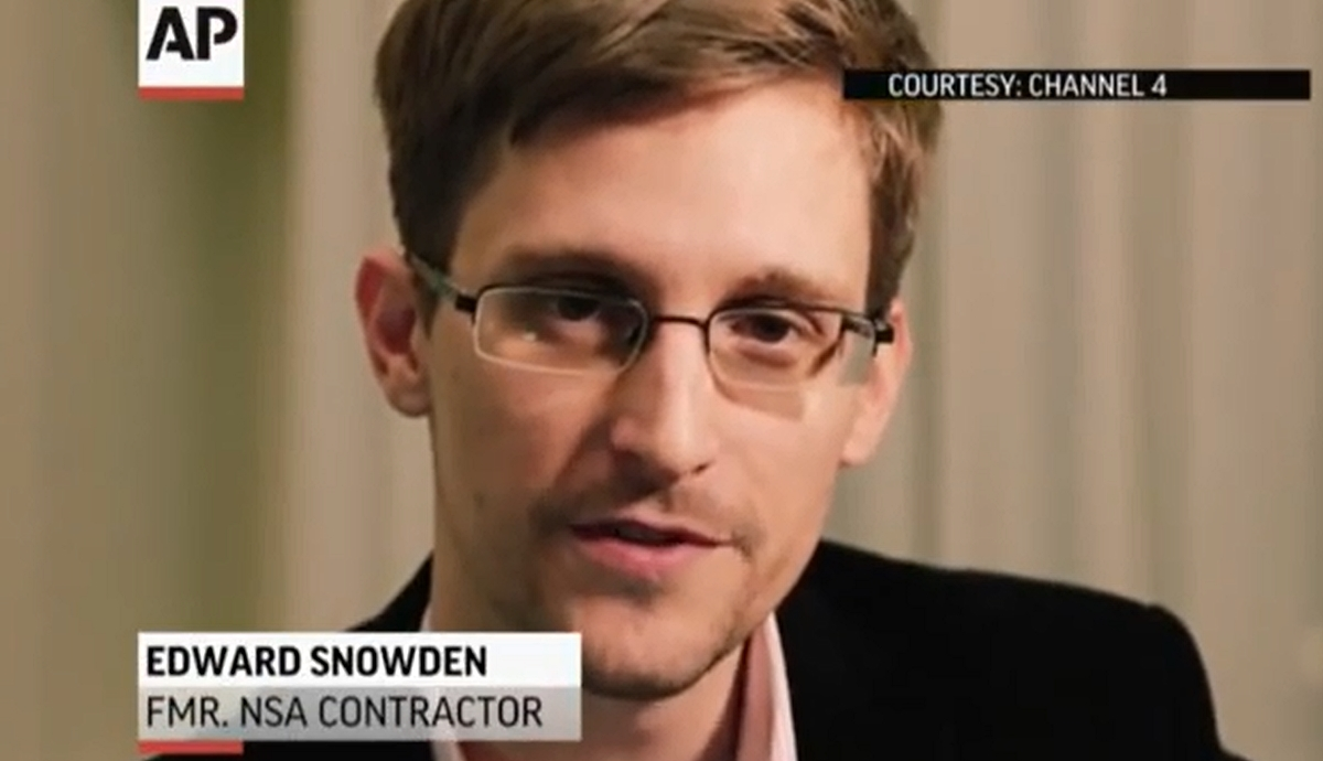 Edward Snowden presenterte britiske Channel 4s alternative julebudskap (klikk på bildet for å se video).
