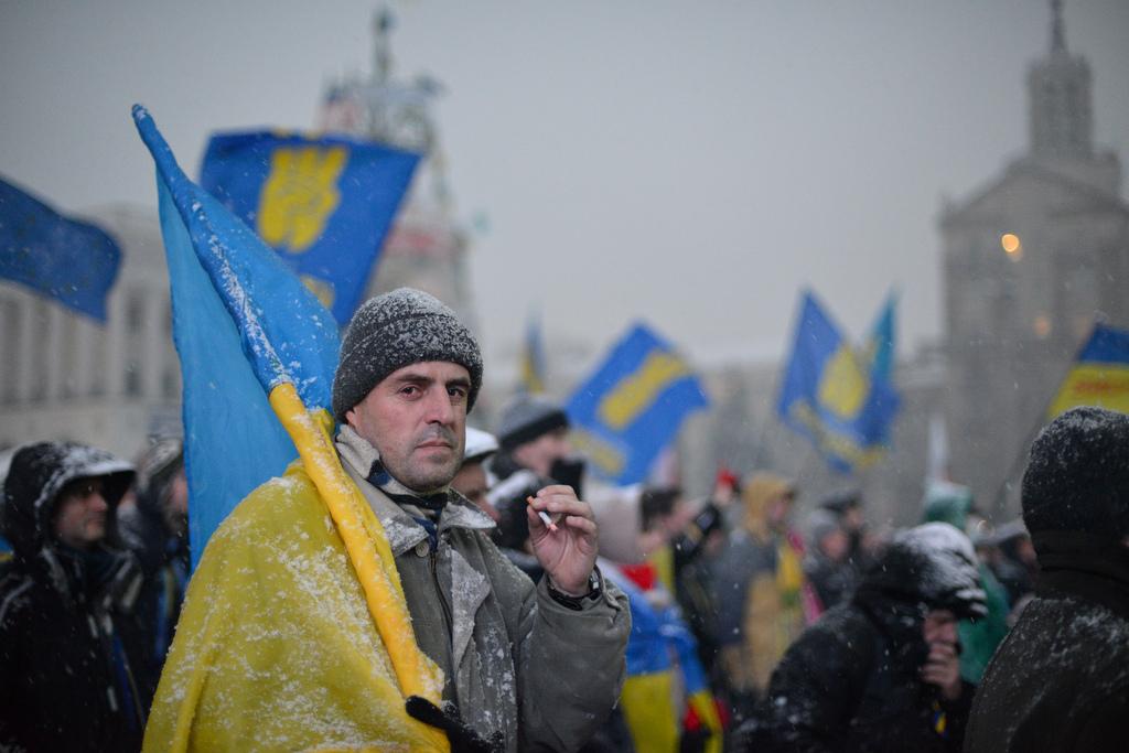 Røykepause på Majdan, 9. desember 2013.