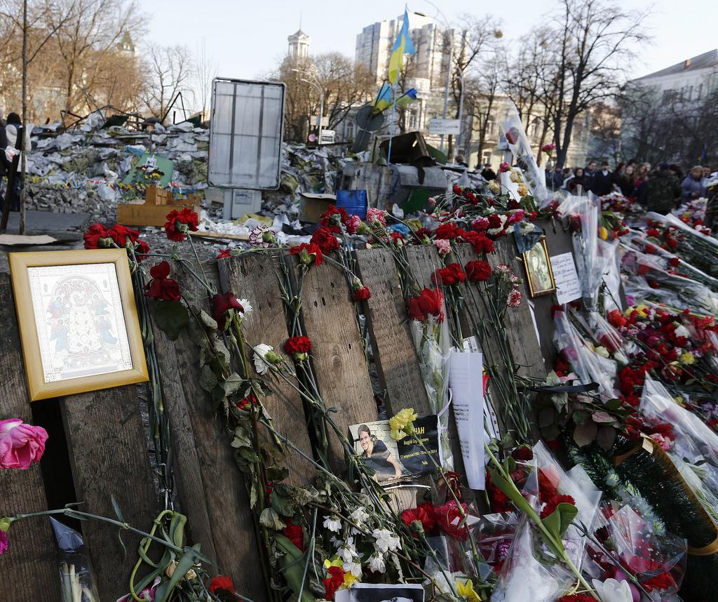 Blomsterhav til minne om de drepte på Majdan (bilde tatt 9. mars 2014).