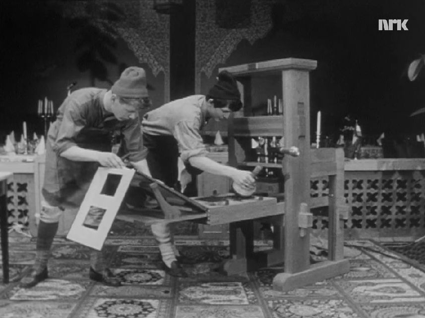 Rekonstruert utgåve av Adresseavisens første handpresse. Presentert på fjernsynet under avisas 200 års-jubileum.
