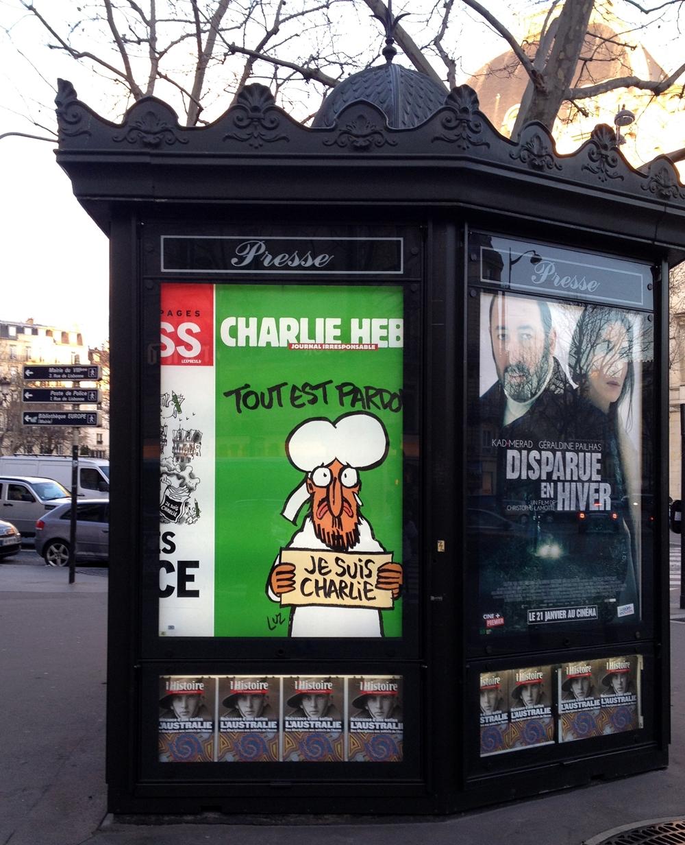 Reklame for Charlie Hebdo i Paris 17. januar 2015.