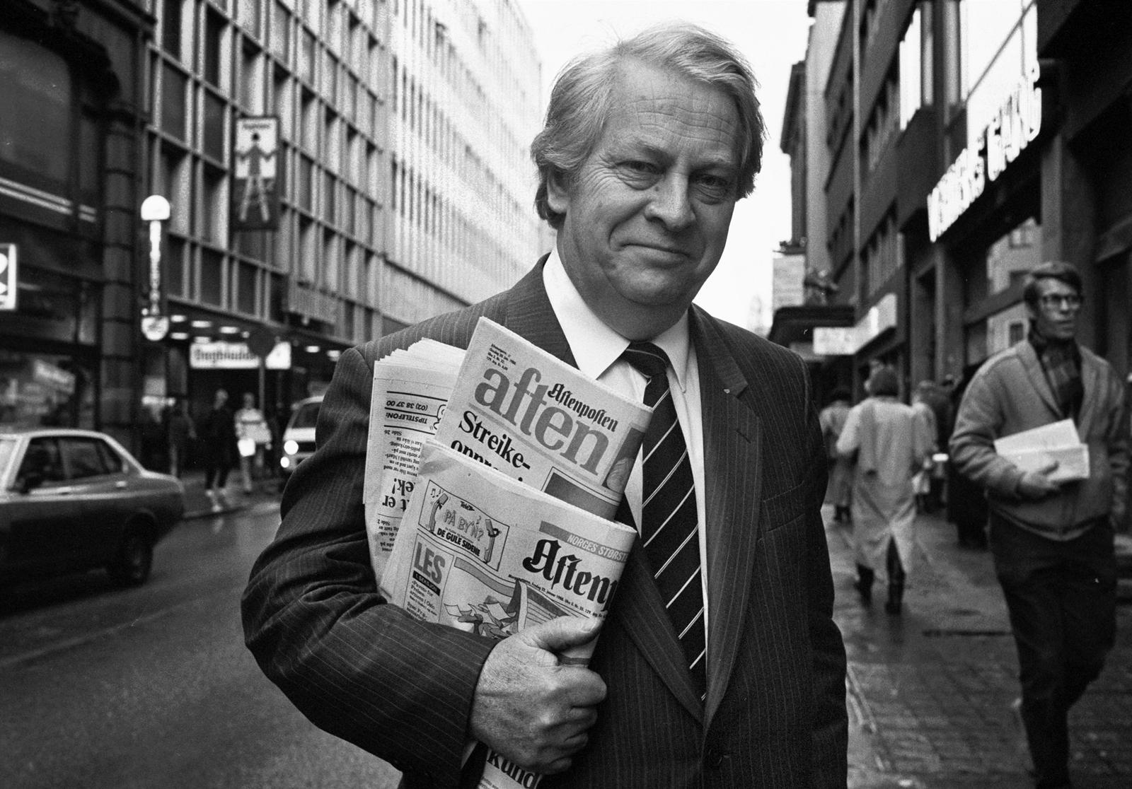 Egil Sundar i Akersgata i januar 1988 (foto: Jon Hauge, Aftenposten/NTB Scanpix)