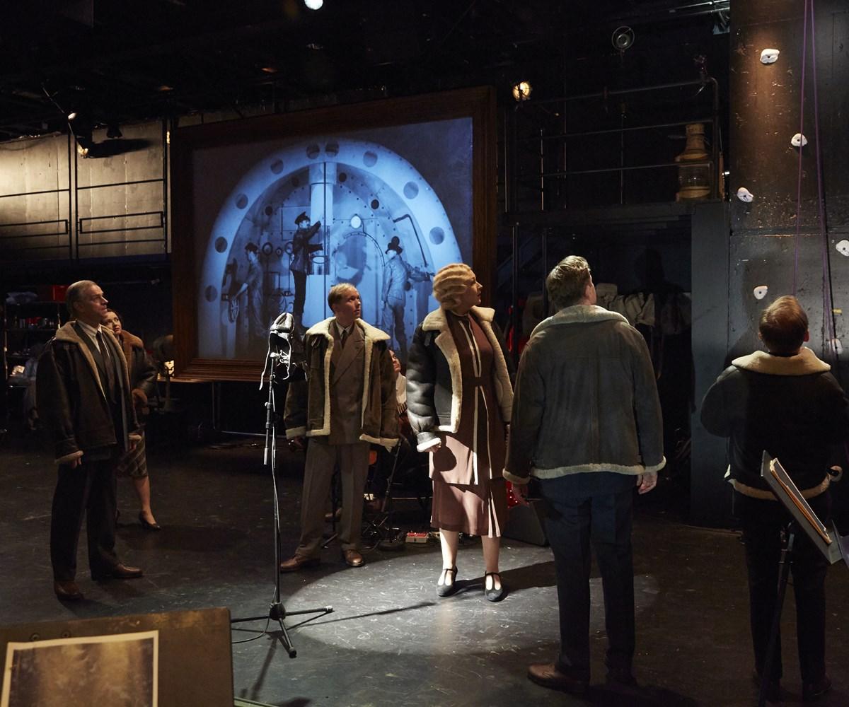 Scene fra stykket Vår ære/vår makt. (foto: DNS/Ane Bysheim)