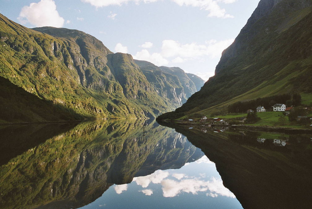 Hva med en romskipjakt gjennom Nærøyfjorden? (Foto: Arian Zwegers)