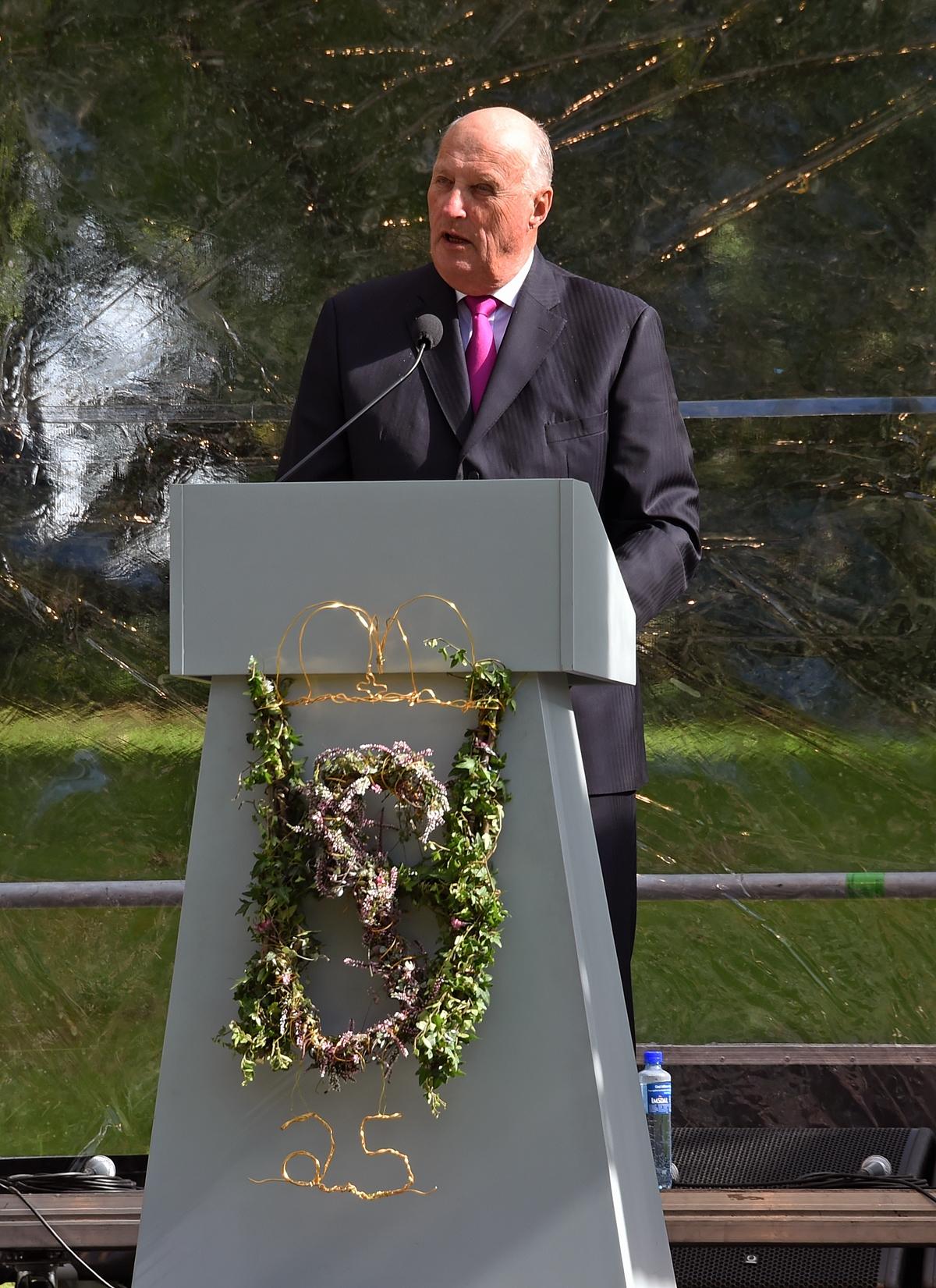 Kong Harald ønsker velkommen til jubileumsarrangementet 1. september 2016. (Foto: Sven Gj. Gjeruldsen, Det kongelige hoff).
