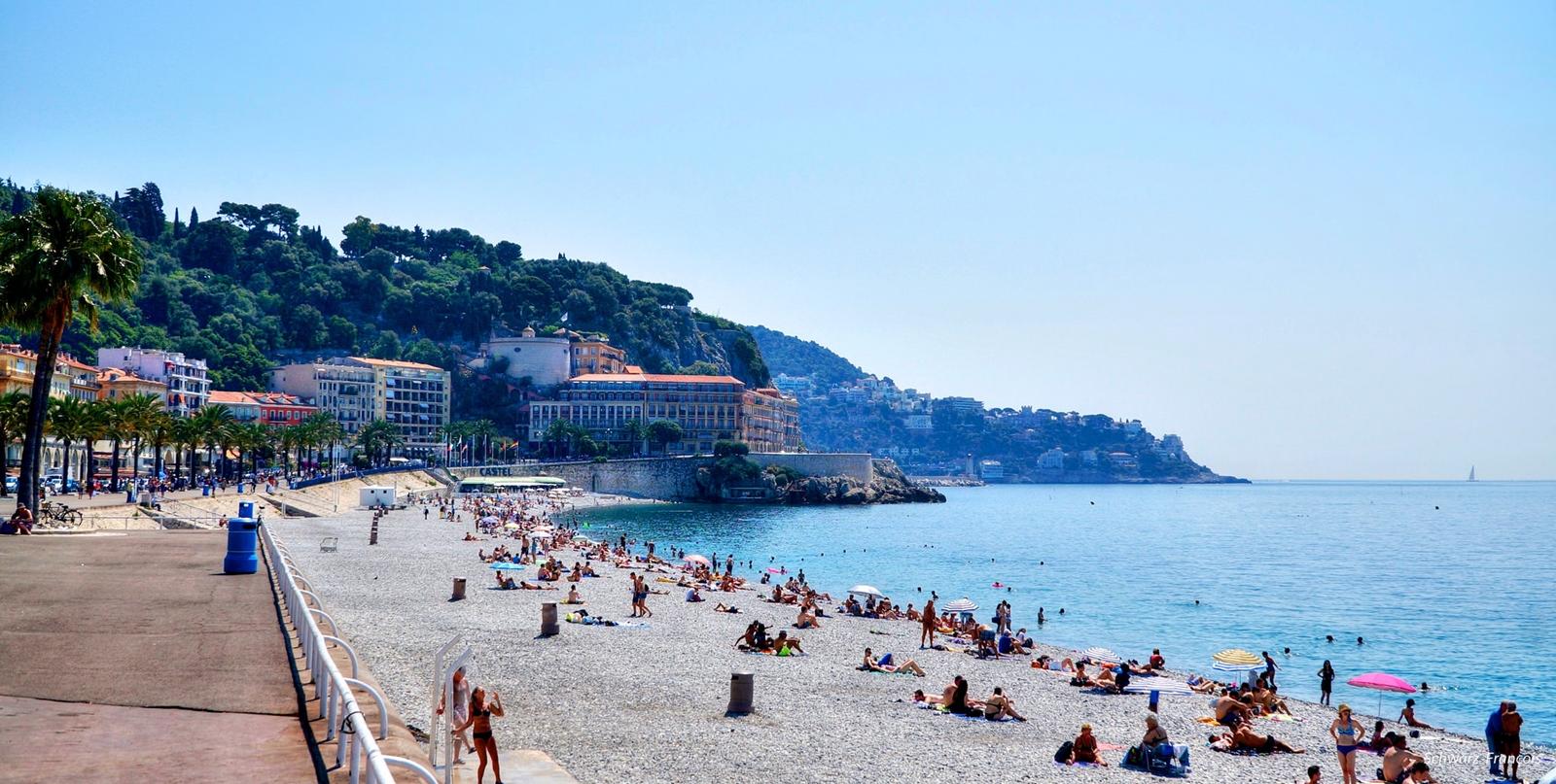 Den berømte strandpromenaden i Nice: I år åsted for både dødelig terrorangrep og burkinidebatt.
