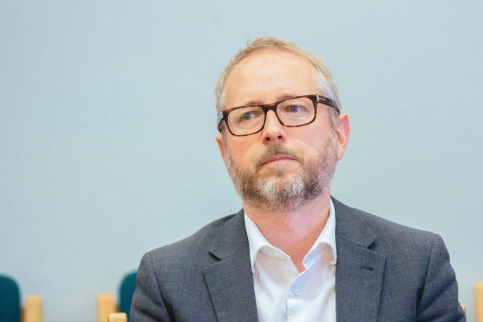 Bård Vegar Solhjell advarer mot identitetspolitikken